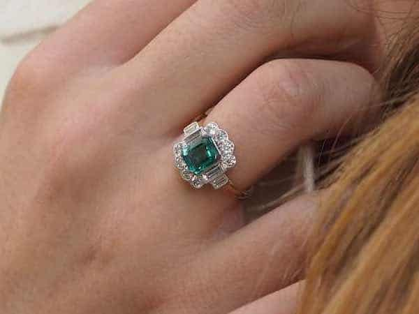 bague vintage émeraude diamants