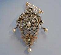 Broche 19e siècle or 18 k sertie de diamants et perles fines, bijoux anciens