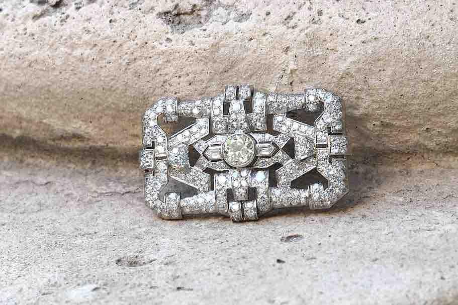 broche diamants de forme art déco