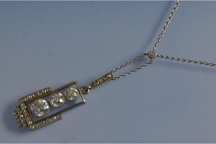 chaine pendentif art déco diamants