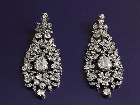 Boucles d'oreilles anciennes du 19e serties de diamants