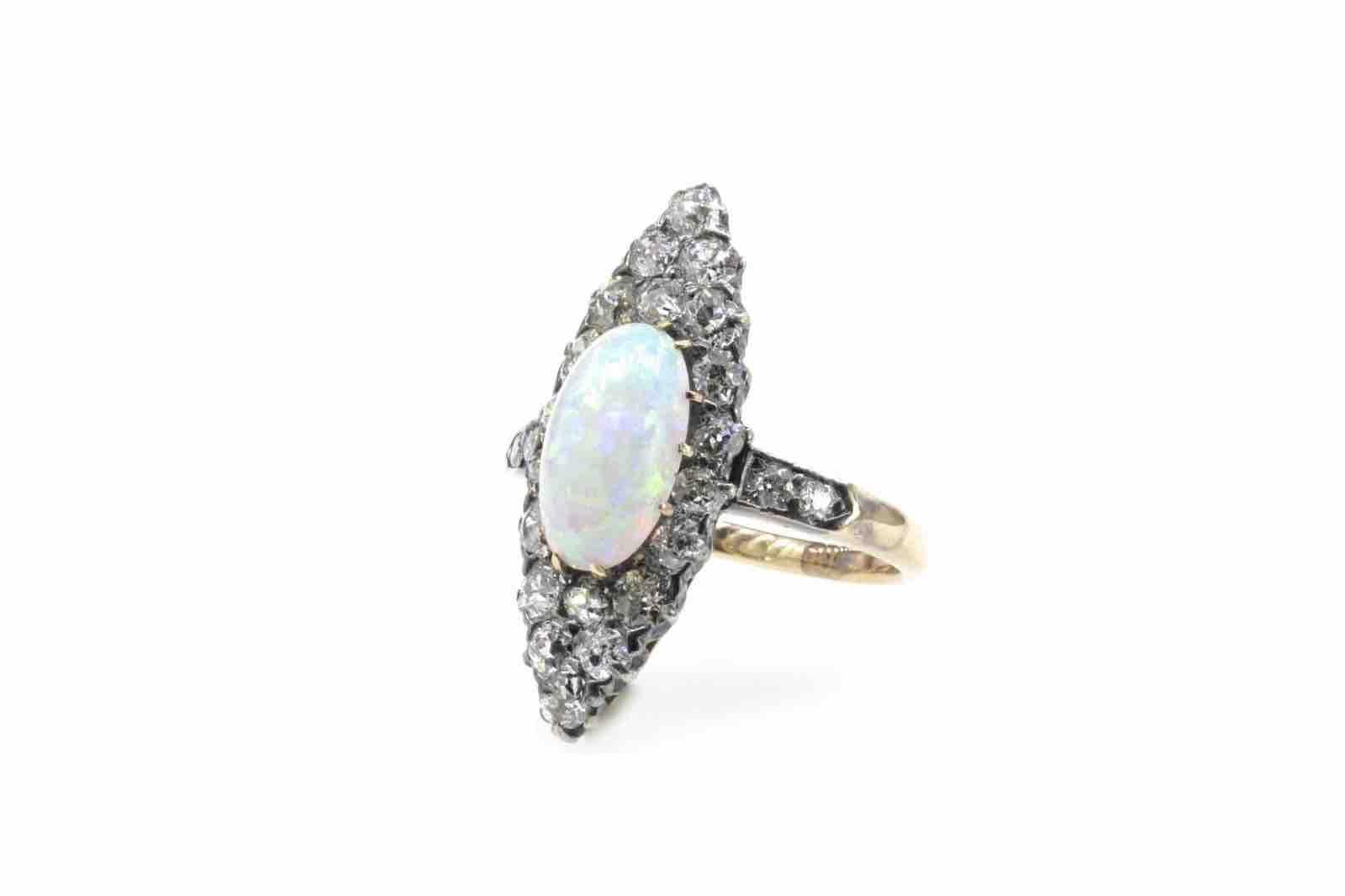 Bague marquise diamants et opale