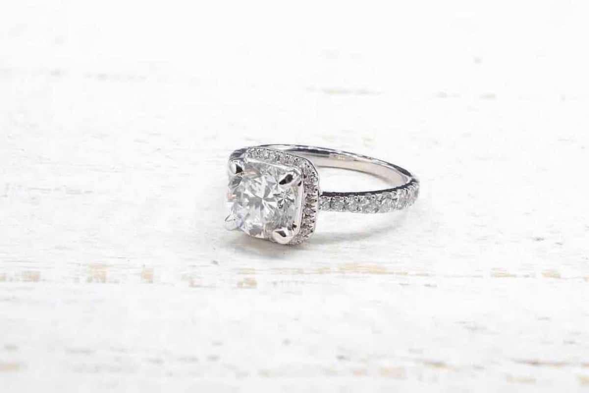 bague diamants et diamant central
