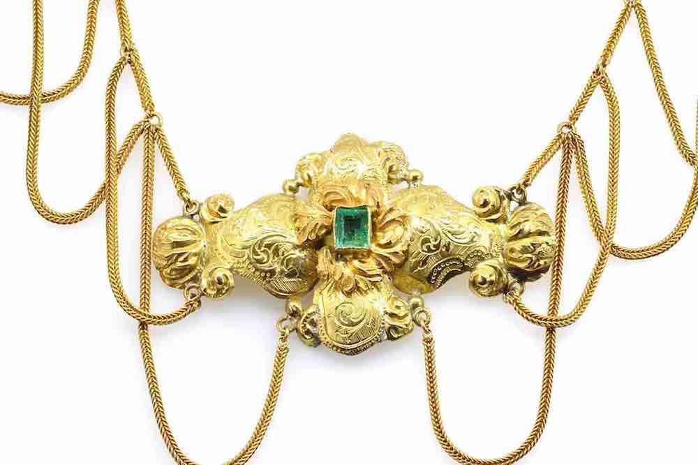 collier vintage en or émeraude