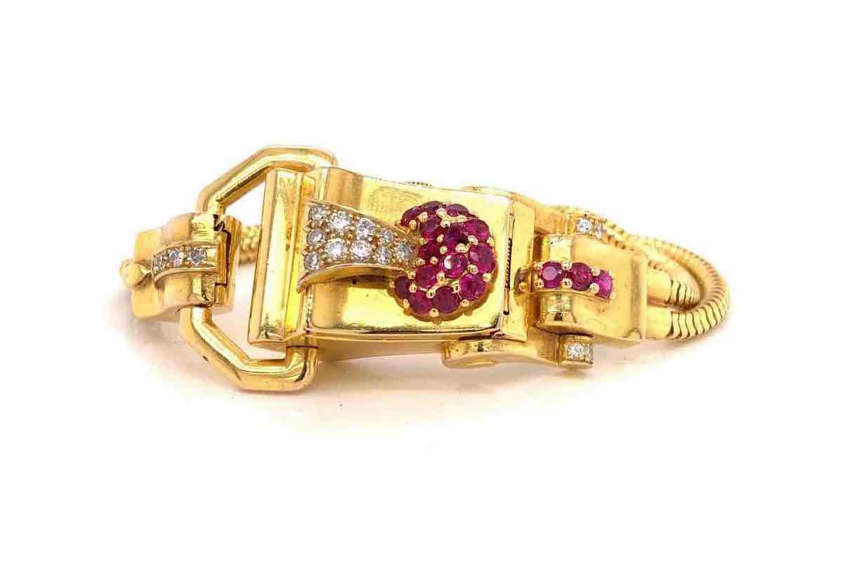 montre en or et rubis