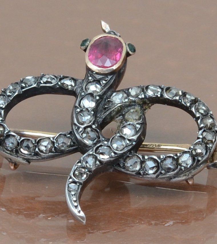 Broche 19e rubis, diamants or et argent