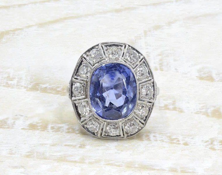 Bague Art Déco saphir et diamants en platine