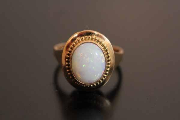 Bague opale en or 18k