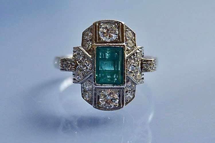 Bague Art déco émeraude et diamants