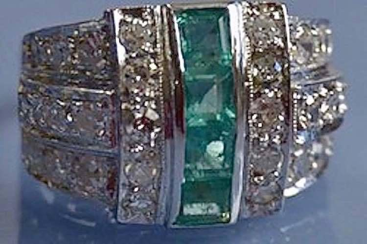 Bague émeraudes calibrées et diamants