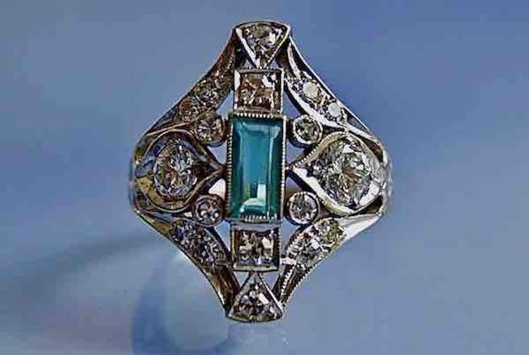 Bague 1930 or diamants et émeraude