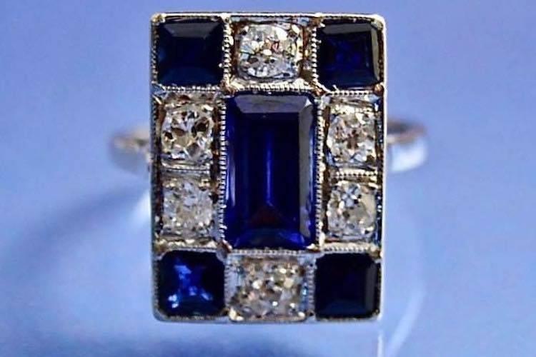 Bague art déco authentique en platine sertie de saphirs diamants.