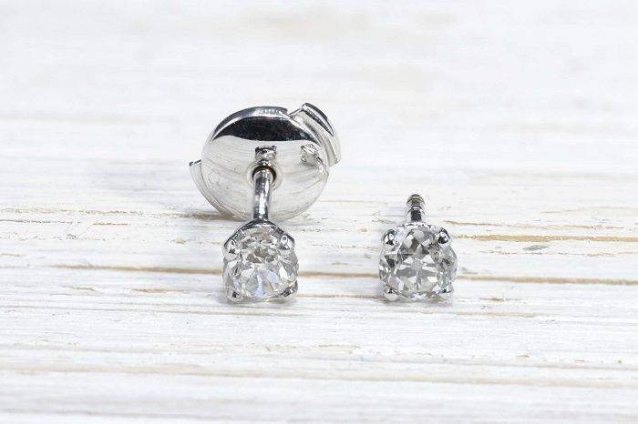 Boucles d'oreilles diamant puces en or blanc 18k