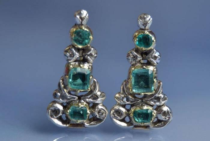 Boucles d'oreilles Art Déco émeraudes et diamants