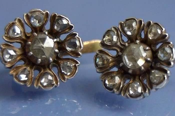 Boucles d'oreilles fleurs serties de diamants 1900