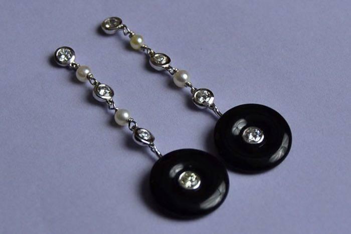 Boucles d'oreilles style Art Déco onyx, perles, diamants