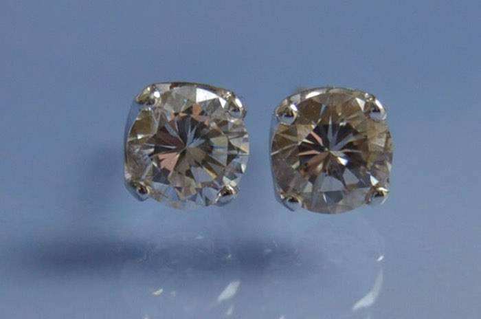 """Boucles d'oreilles """"puces"""" diamants"""