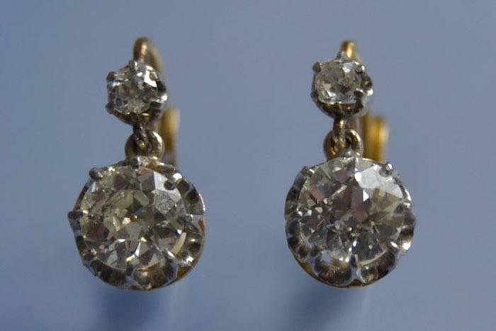 Boucles d'oreilles Art Déco diamants, or et platine