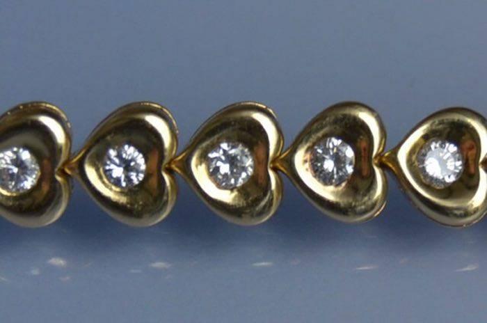 Bracelet motifs coeurs en or jaune 18k