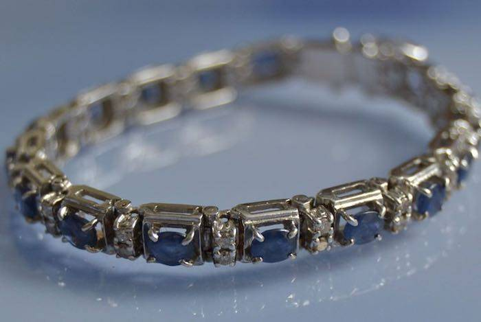 Bracelet ligne saphirs et diamants en or blanc 18k