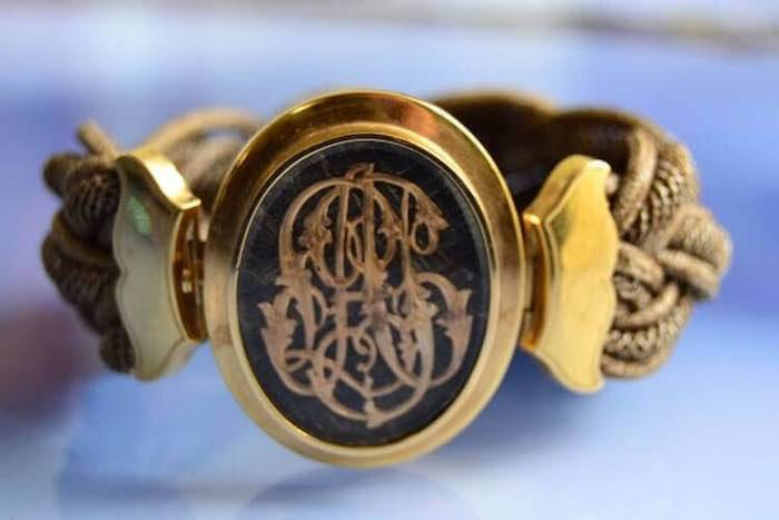 Bracelet cheveux tressés et médaillon d'or 18k XIXè