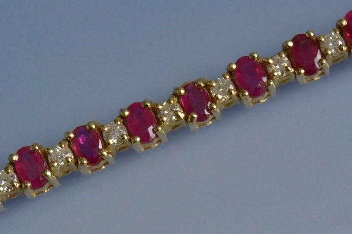 bracelet rivière de rubis et diamants