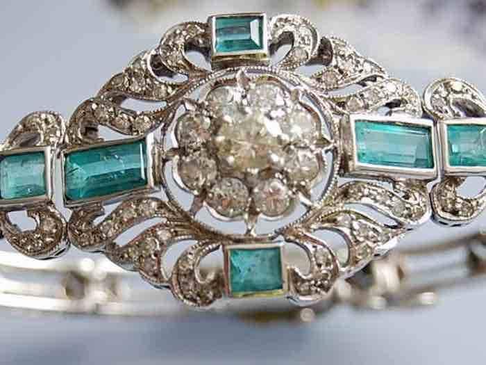 Bracelet or blanc serti d'émeraudes et diamants 1930