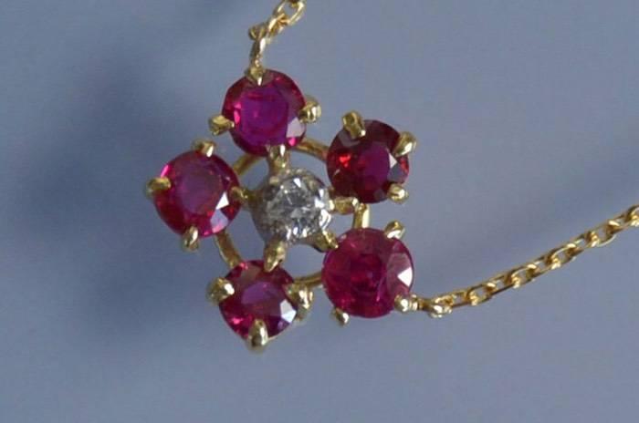 Collier fleur rubis et diamants