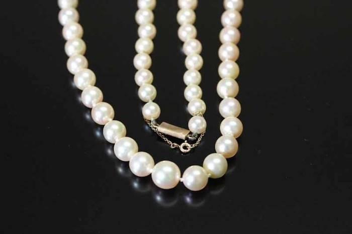 Collier perles 1950