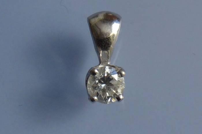 Pendentif diamant sur or blanc 18 k
