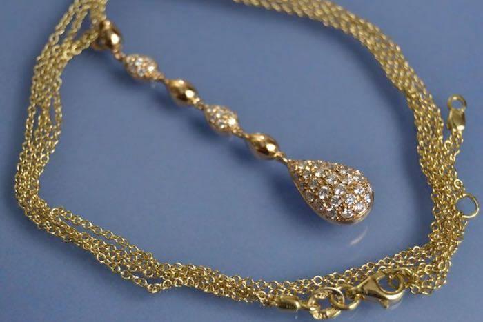 Collier en or jaune 18 k serti de diamants