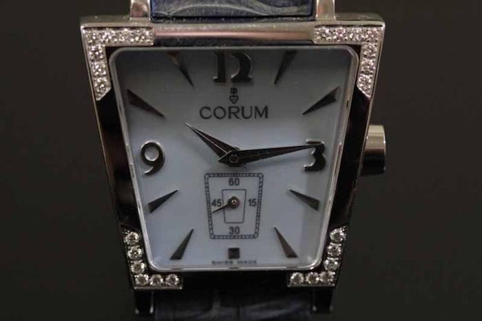 Montre signée Corum