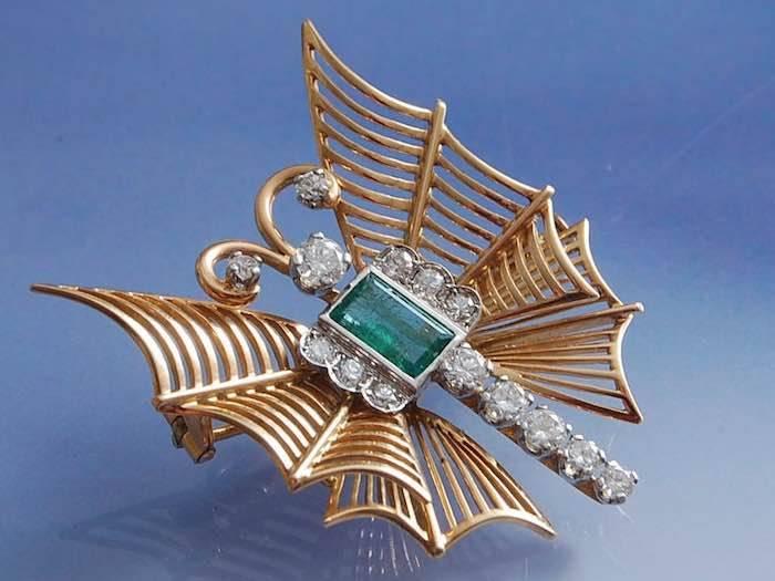 Broche papillon diamants et émeraude des années 50