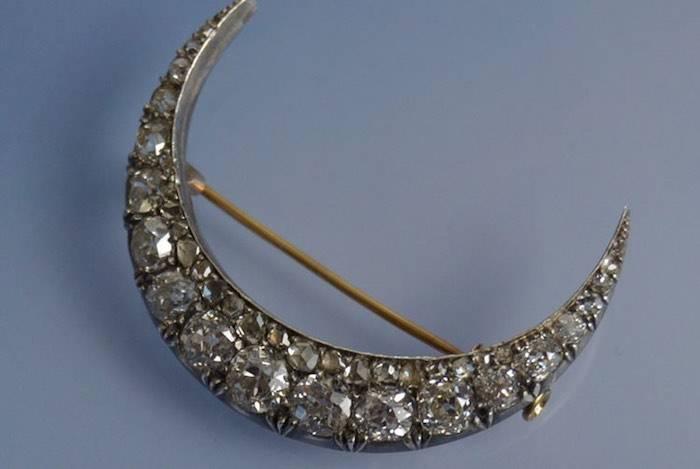 Broche du 19e en or et argent sertie de diamants
