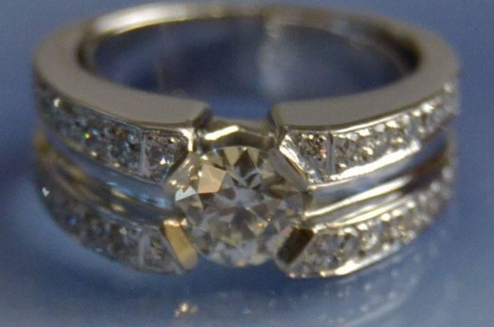 Bague solitaire or et diamants
