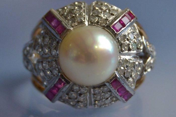 Bague perle, diamants et rubis calibrés