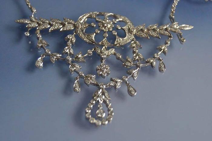 Collier diamants sur or blanc
