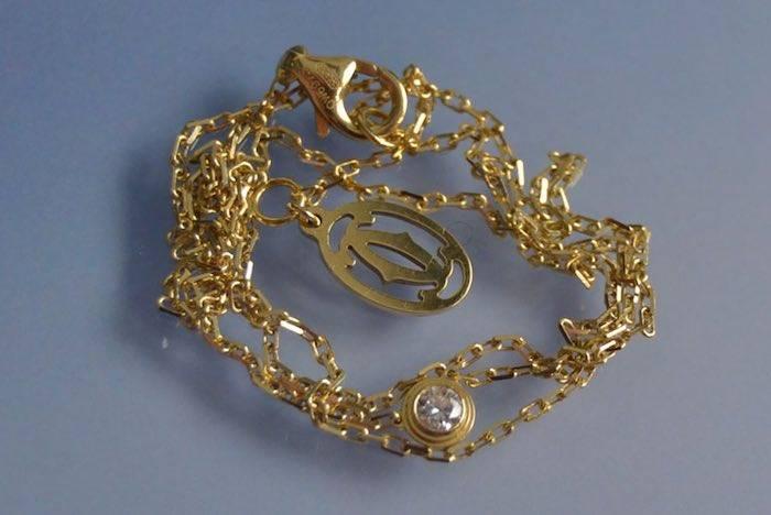 Collier or et diamant en sertis clos signé Cartier