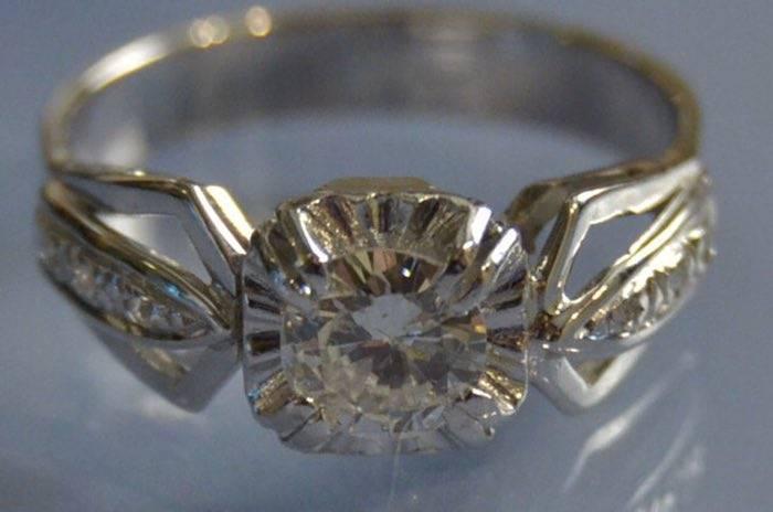 Bague 1930 or blanc et diamants