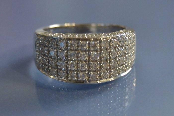 Bague or blanc et diamants signée Maty