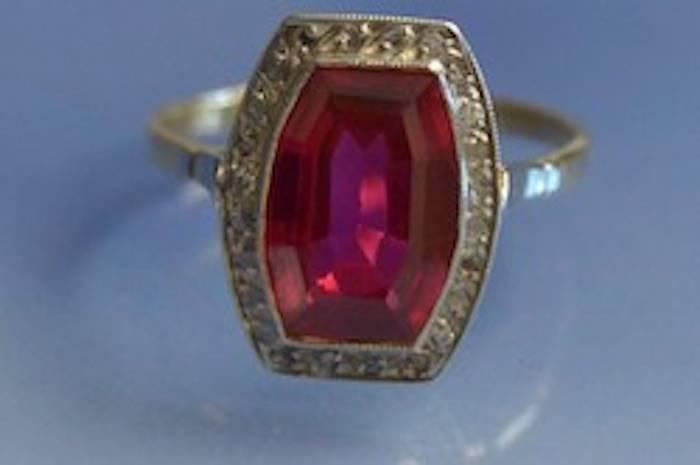 Bague diamants et rubis synthétique