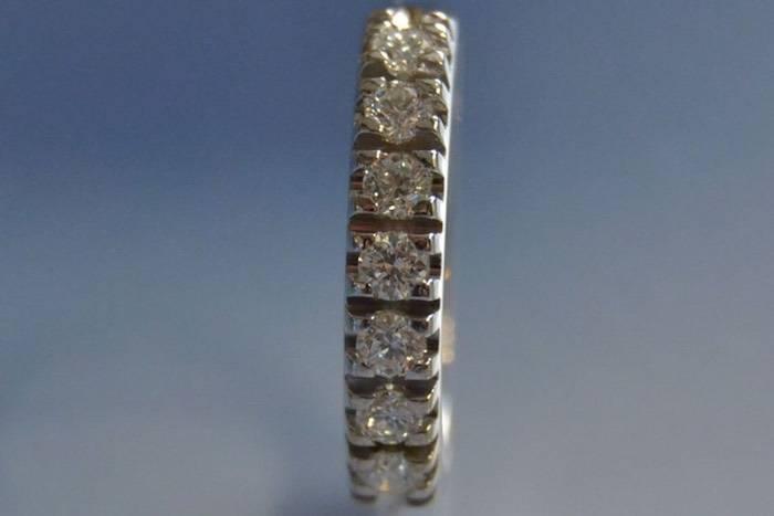 Alliance en or diamants taille brillant moderne