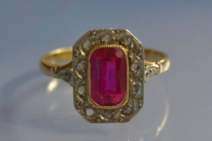 Bague 1900 roses de diamants et rubis synthétique