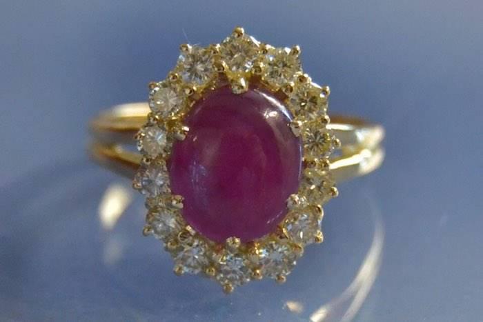Bague Pompadour rubis cabochon et diamants