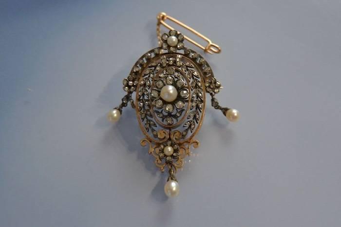 Broche 19ème diamants et perles fines