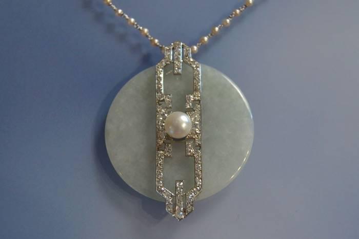 Collier et pendentif or, perles, jade et platine