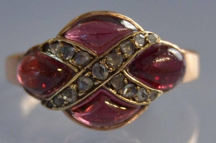 Bague ancienne grenats cabochon et diamants taille rose