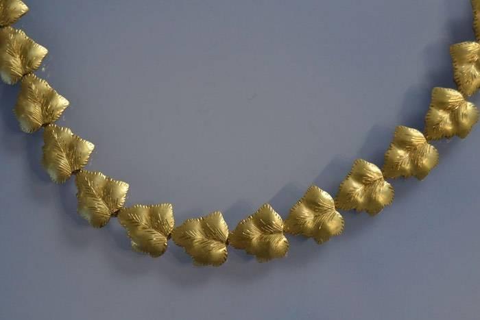 Collier feuilles en or
