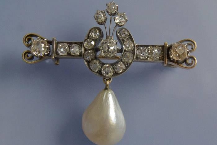 Broche ancienne du 19e siècle sertis de diamants et perle fine