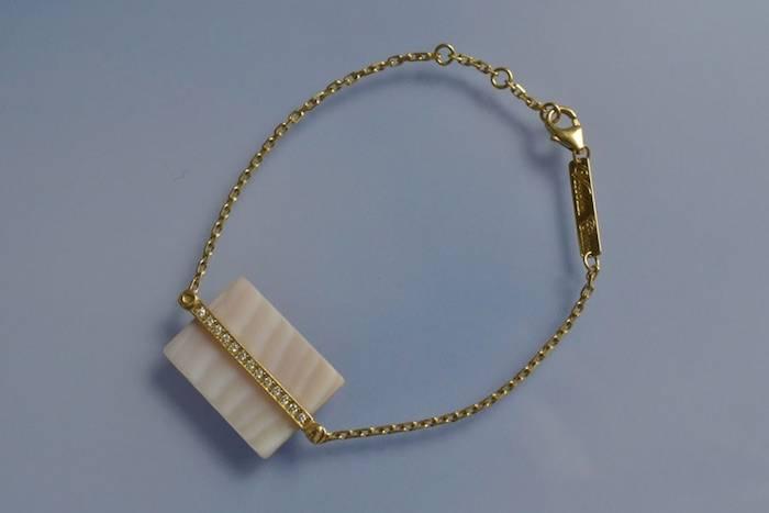 Bracelet signé Victoria Casal diamants et nacre